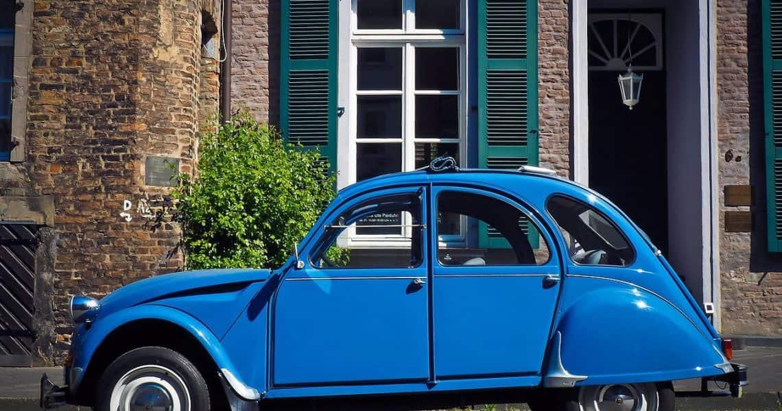 Citroen 2CV azul
